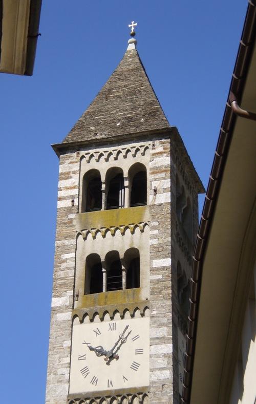 L ultima delle quali pi grande della sottostante in un for Antica finestra a tre aperture